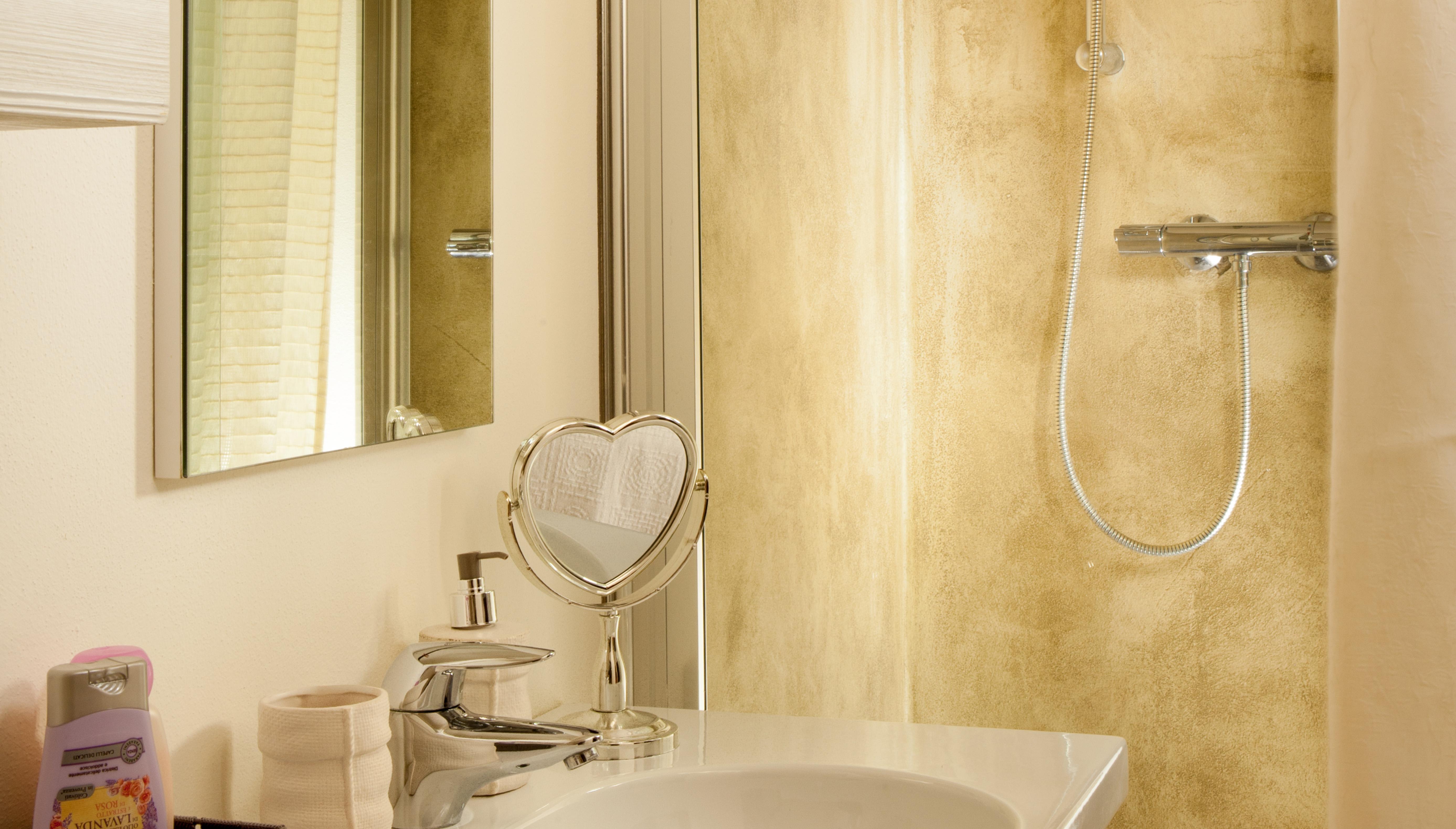 Bagno In Camera Piccolo : Stanza da bagno piastrelle per piccolo idee di hofstaedter